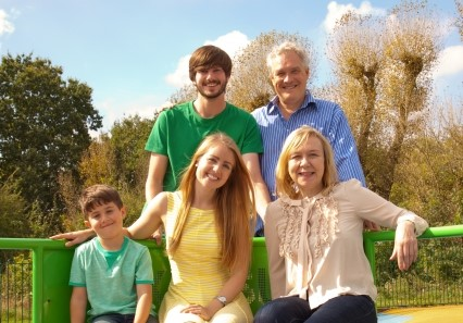 自分史に家族集合写真が入るとより良いものになります