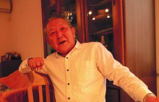 佐々木睦雄さんの自分史のインタビュー中の写真