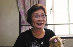 富田オリヱさんの自分史インタビュー中の写真