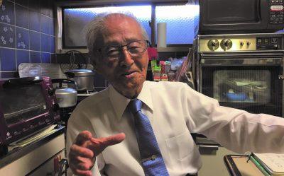 山田茂さんの自分史のインタビュー中の写真