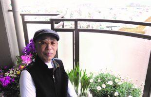 阿野昭三郎さんの自分史のインタビュー中の写真