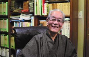 佐藤高さんの自分史のインタビュー中の写真